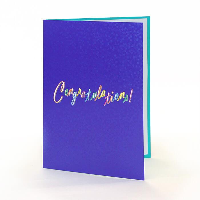"""""""Congratulation!""""の文字が明るくポップな印象のカード"""