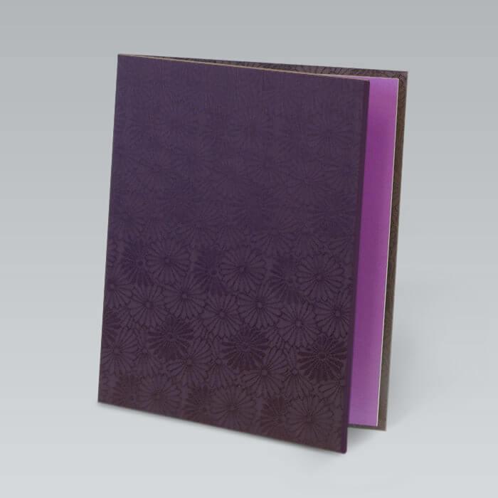 光沢感のある落ち着いた深い紫の生地