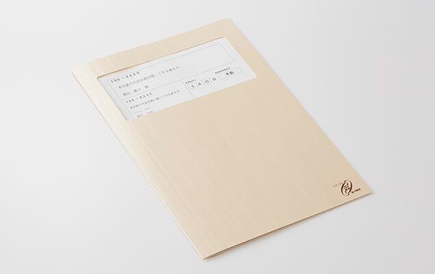落ち着いた色合いのシンプルな台紙です