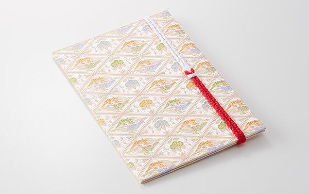 日本に古くから伝わる文様を卓越した技術で美しく織り上げました
