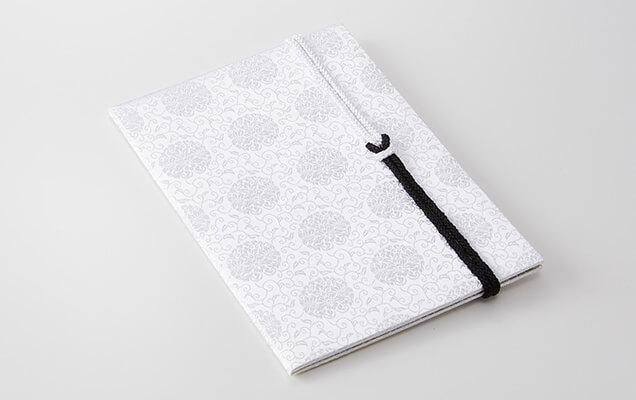 日本に古くから伝わる文様を美しく織り上げ、帯付きのお悔やみ用台紙にしました