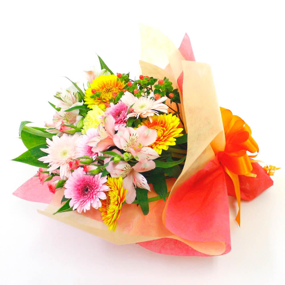 季節の花を色とりどりにミックスしたブーケです。ボリューム感のある仕上がりで記念日に花を添えてくれます