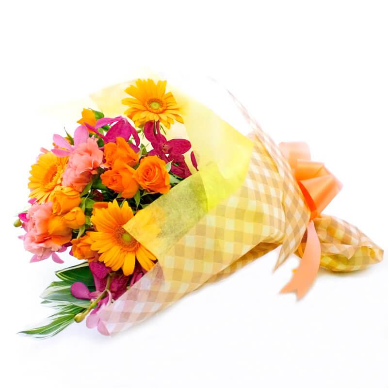 季節の花を色とりどりにミックスしたブーケです