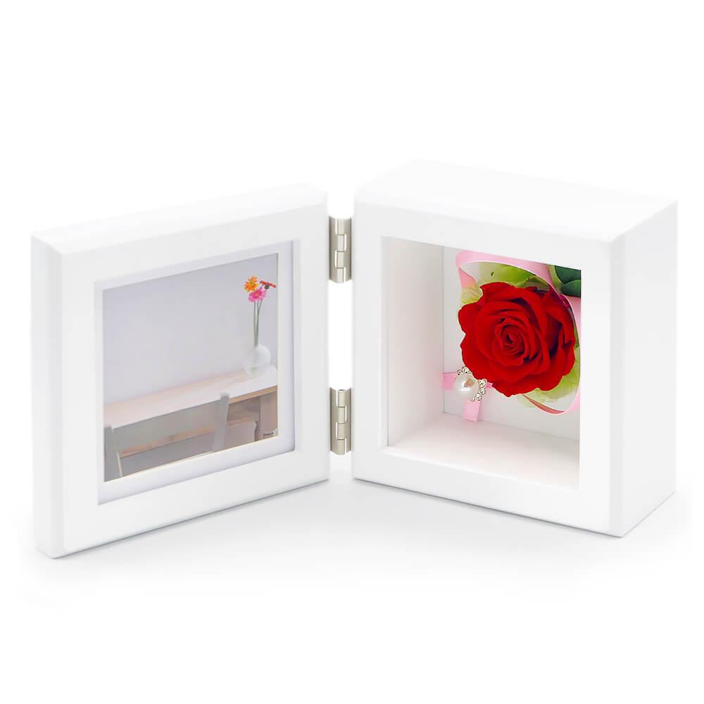 赤いバラが華やかで上品なデザイン