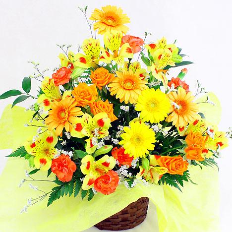 元気いっぱいの暖色系の季節の花材を使用