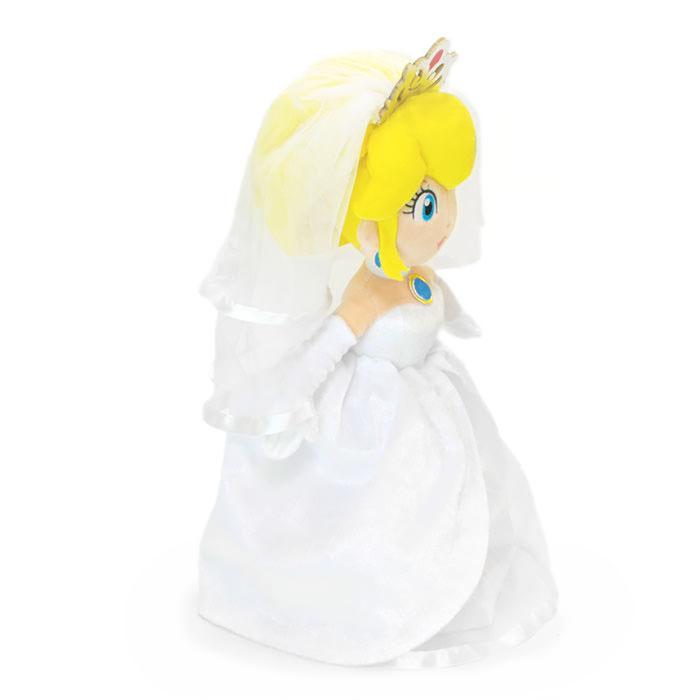 エレガントな純白のウェディングドレスとティアラを纏ったピーチ姫
