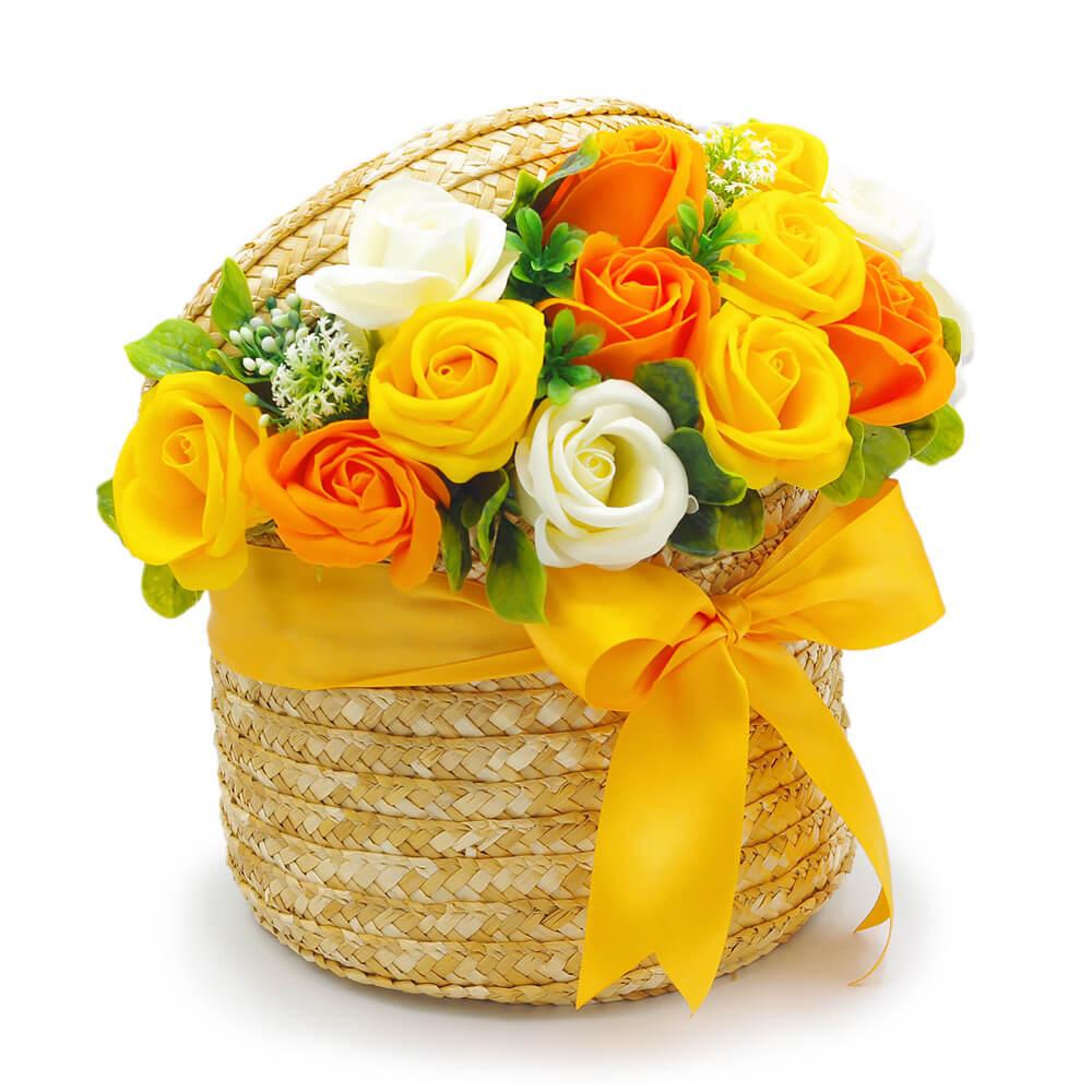 ほのかに香るオレンジとイエローのバラが元気いっぱい