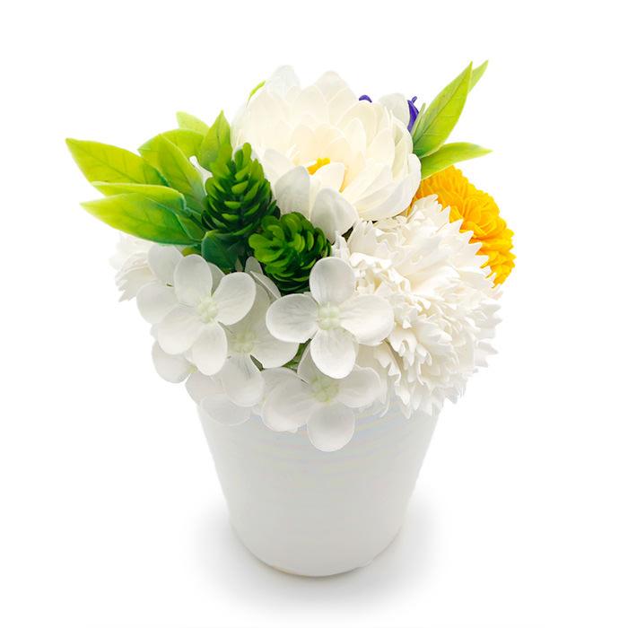 白を基調とした花々