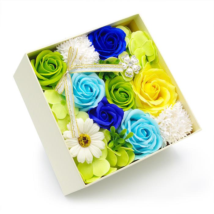 石鹸素材の香り豊かなお花をボックスに敷き詰めました
