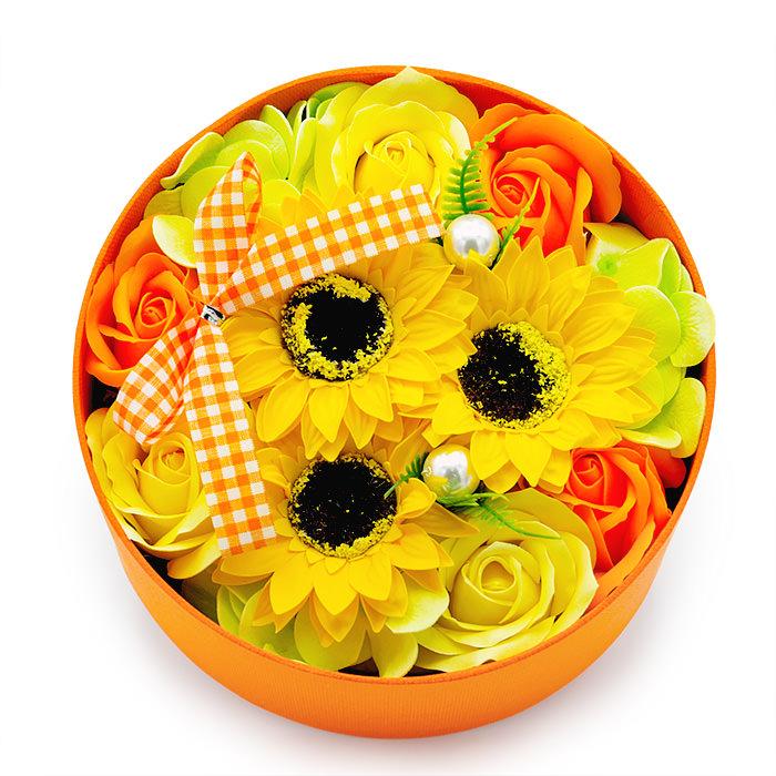 石鹸素材のお花を箱に詰め込みました
