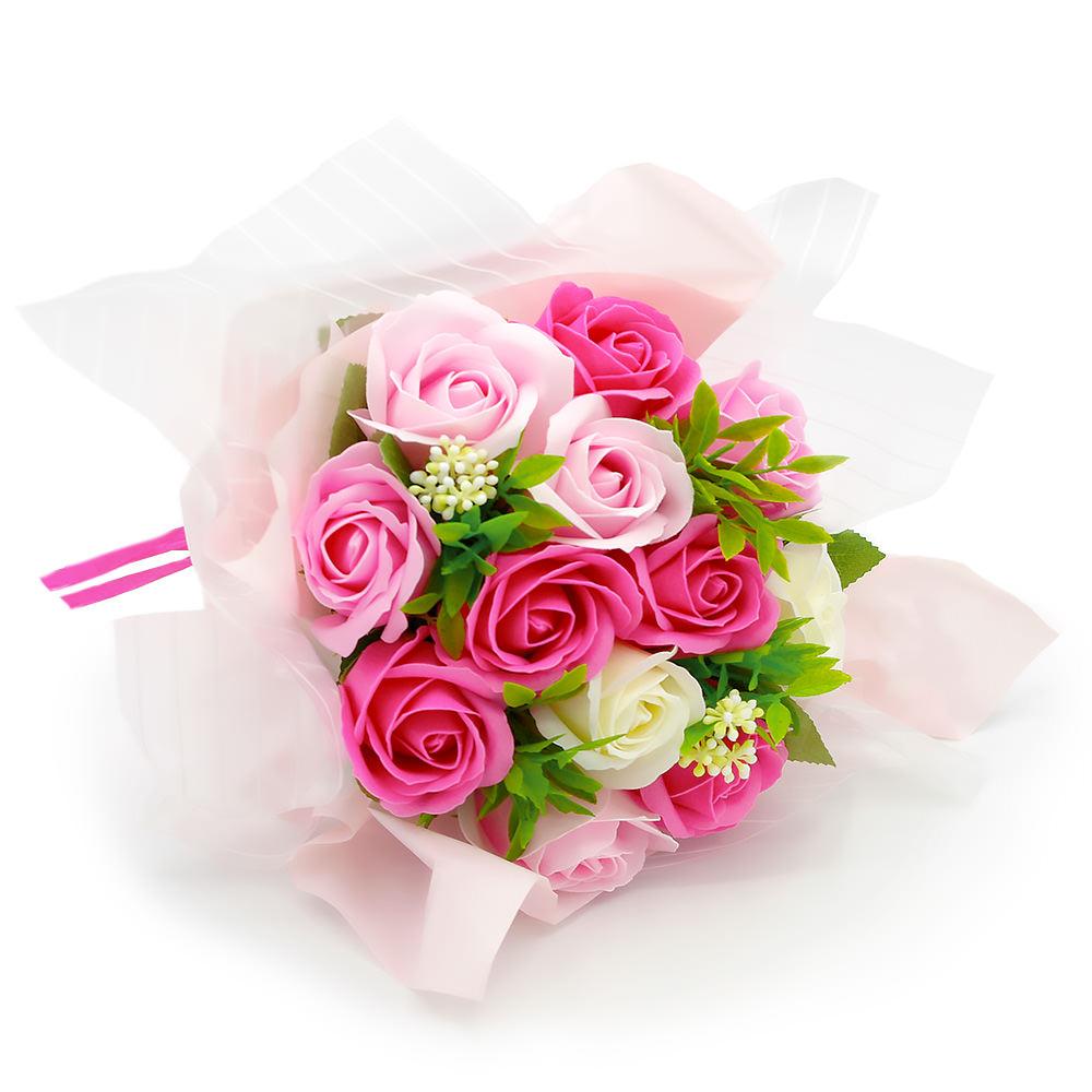 ピンクとホワイトのお花にグリーンがアクセント
