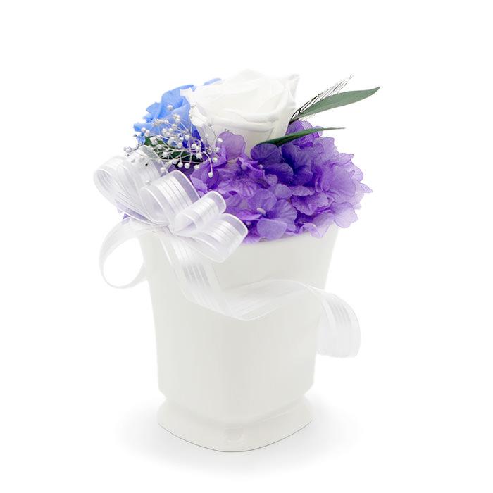 スリムでエレガントな陶器のホワイトカップ
