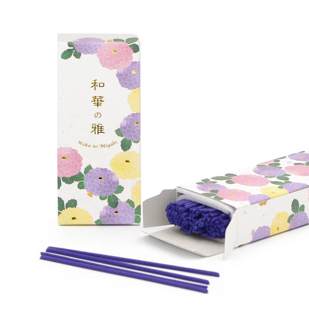 ミニ寸サイズのお線香は、華やかで落ち着きのあるフローラルの香り